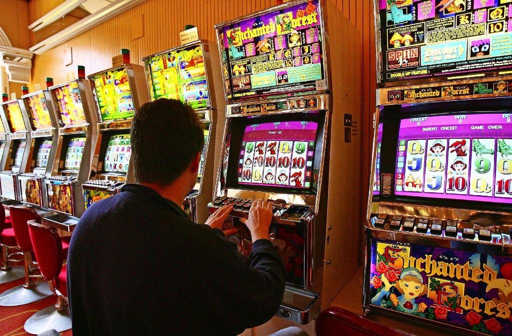 Auch Spielhallen und Wettbüros sollen sich künftig im Stadtbezirk nicht mehr ohne weiteres ansiedeln können. Foto: dpa