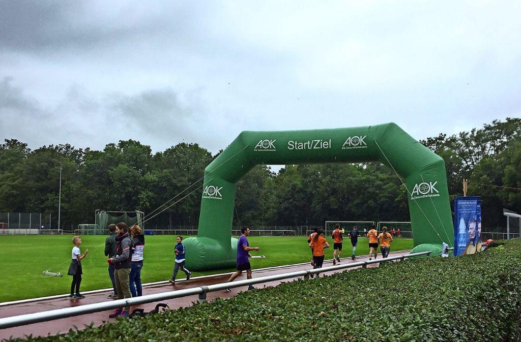 Trotz Regenwetter haben rund 250 Läufer am Spendenlauf teilgenommen. Foto: