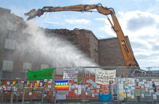 Im August 2010 begannen die Abrissarbeiten am Nordflügel. Foto: dpa