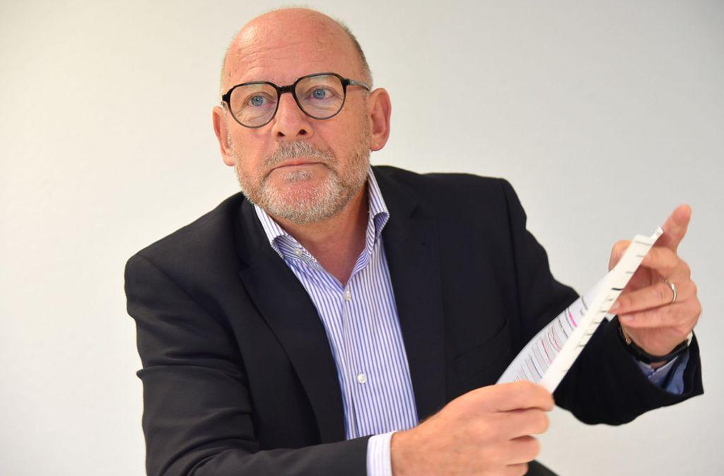 Landesverkehrsminister Winfried Hermann (Grüne) ist sauer auf die Bahn. Foto: dpa
