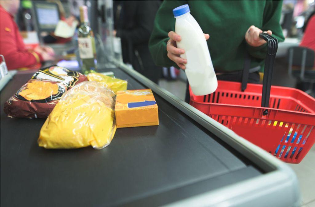 Supermarkteinkäufe können an der Kasse viel Zeit kosten. Foto: shutterstock/Bodnar Taras