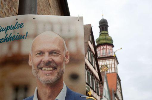 Pascal Bader liegt vor der Ratschefin