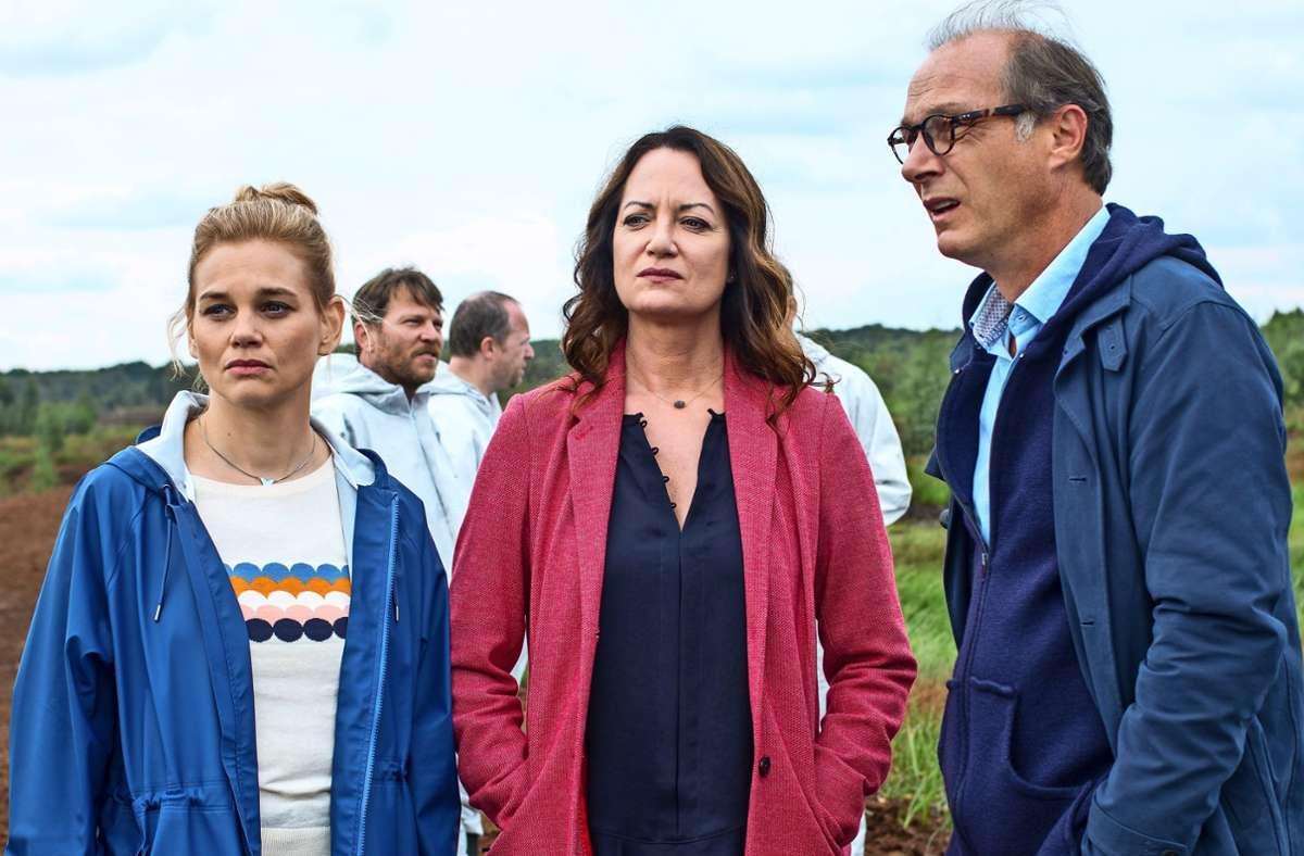 Im deutsch-dänischen Grenzgebiet:  Alwa (Lisa Werlinder, l.), Jana Winter (Natalia Wörner) und Brauner (Martin Brambach) Foto: ZDF/Manju Sawhney