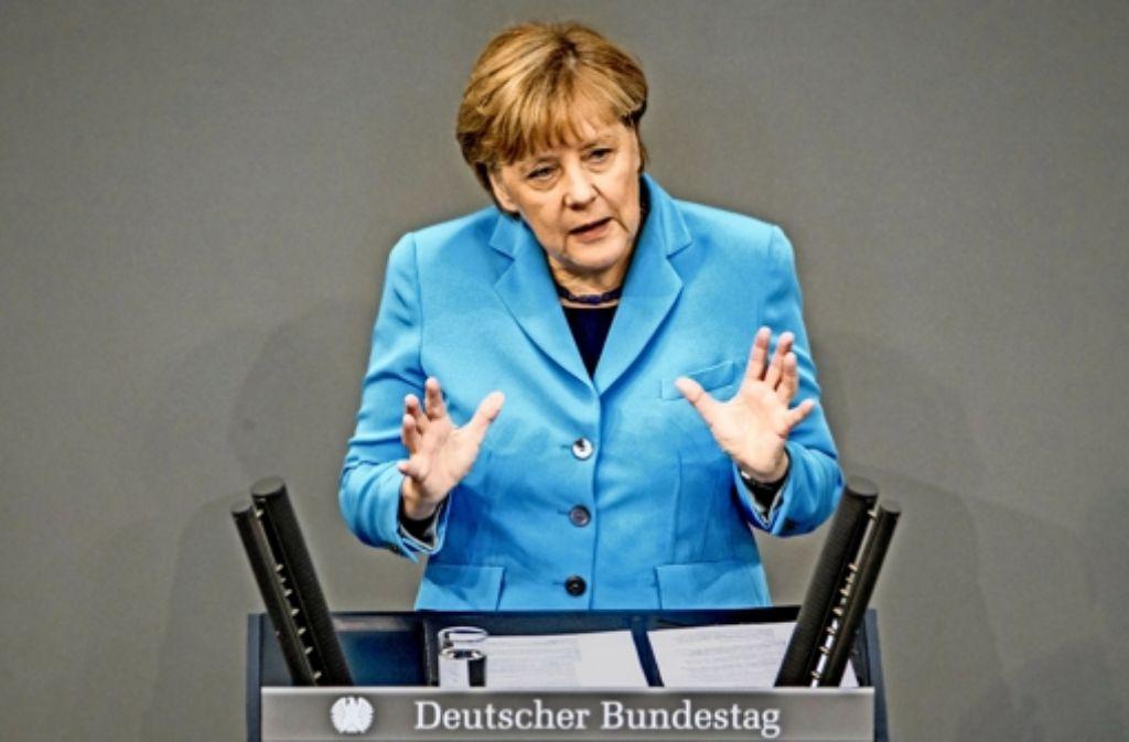 Zwei aus der Union, aber mit ganz unterschiedlichen Meinungen: Angela Merkel und Hans-Peter Friedrich Foto: dpa