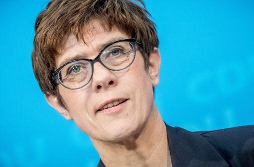 Kramp-Karrenbauer regt allgemeines Dienstjahr für Flüchtlinge an