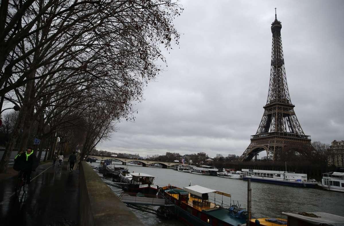 Wer aus Risikogebieten nach Frankreich fliegt, muss künftig einen Corona-Test machen. Foto: dpa/Christophe Ena