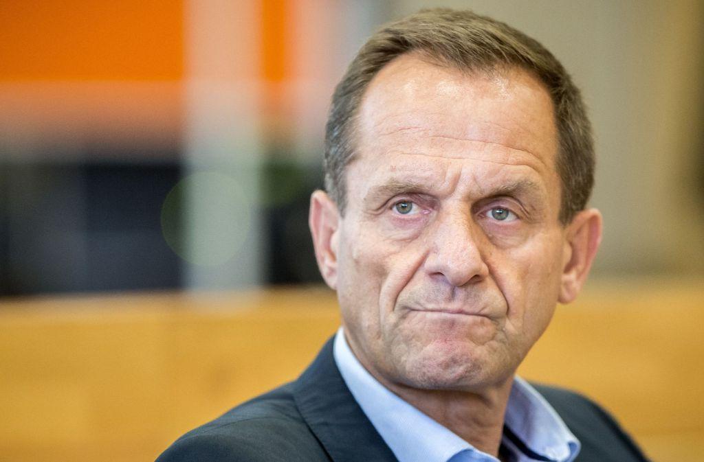 DOSB Präsident Alfons Hörmann will mehr Bundetrainer für die Leistungssportreform begeistern. Foto: dpa