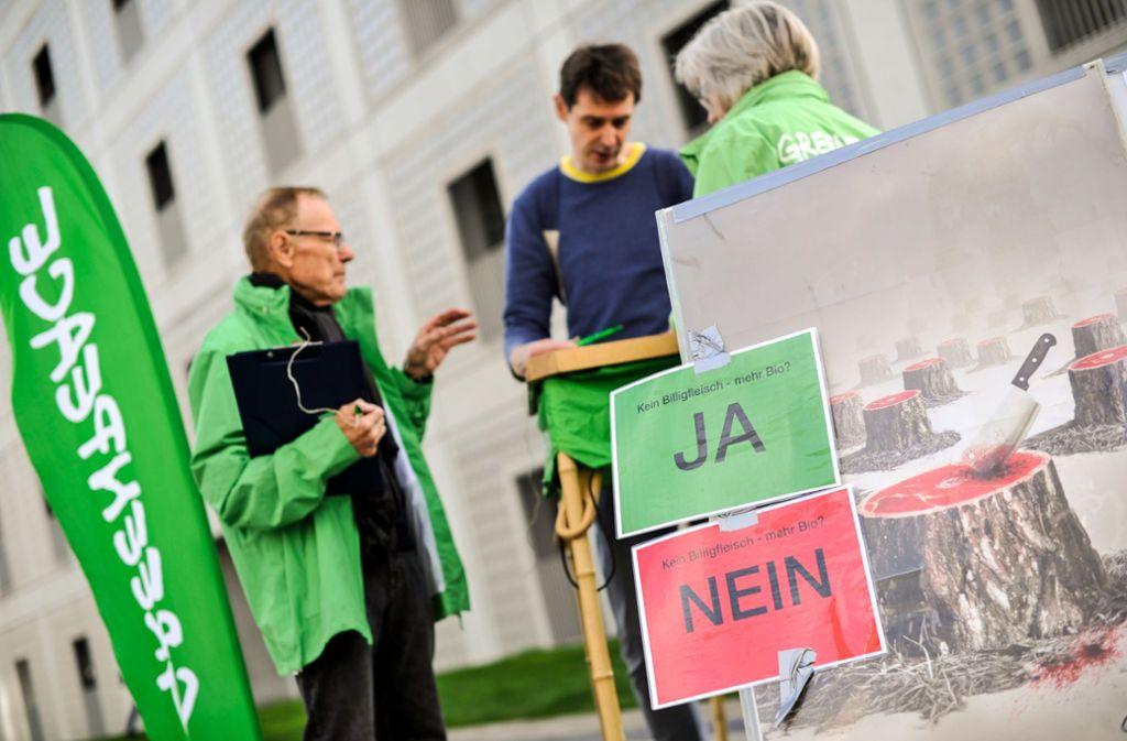 Greenpeace am Milaneo. Foto: Lichtgut/Max Kovalenko