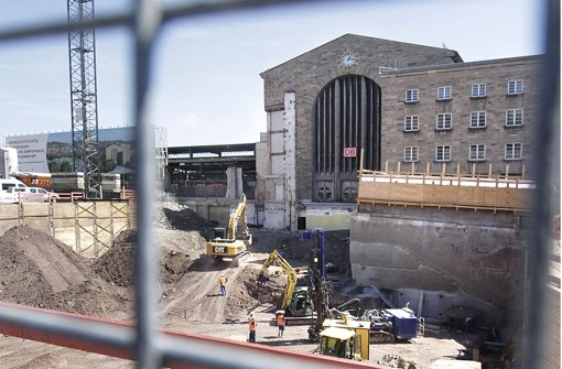 Die Grube fürs Technikgebäude vor dem ehemaligen Nordeingang. Foto: factum/Granvile