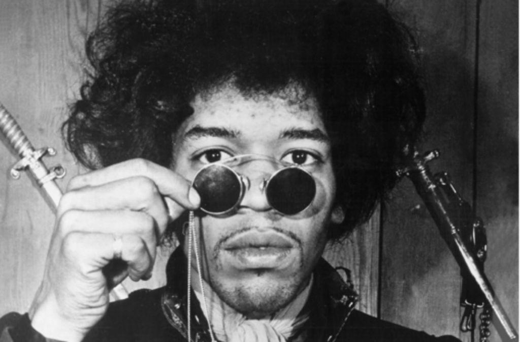 Jimi Hendrix zählt zum Club 27. Er starb am 18. September 1970 offenbar an einer Überdosis Schlafmittel und Drogen. Die Bilderstrecke zeigt, welche Musiker noch früh starben. Foto: dpa