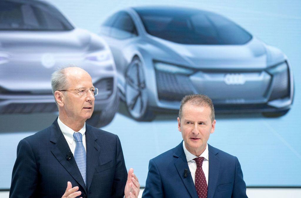 Das Strafverfahren wegen möglicher Marktmanipulation gegen VW-Konzernchef Herbert Diess (rechts) und Aufsichtsratschef Hans Dieter Pötsch wird gegen eine Zahlung von neun Millionen Euro eingestellt werden Foto: dpa/Hauke-Christian Dittrich
