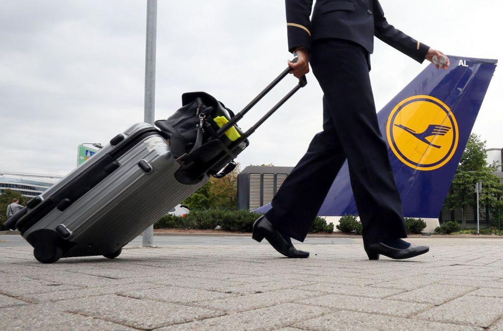 In Indien hat sich ein Mann als Lufthansa-Pilot ausgegeben. (Symbolbild) Foto: dpa/Frank Rumpenhorst