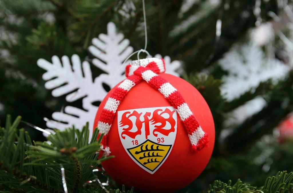 Spezielle Geschenke, auch für Fussball-Liebhaber, gibt es auf den alternativen Weihnachtsmärkten in Stuttgart und in der Region. Foto: Pressefoto Baumann