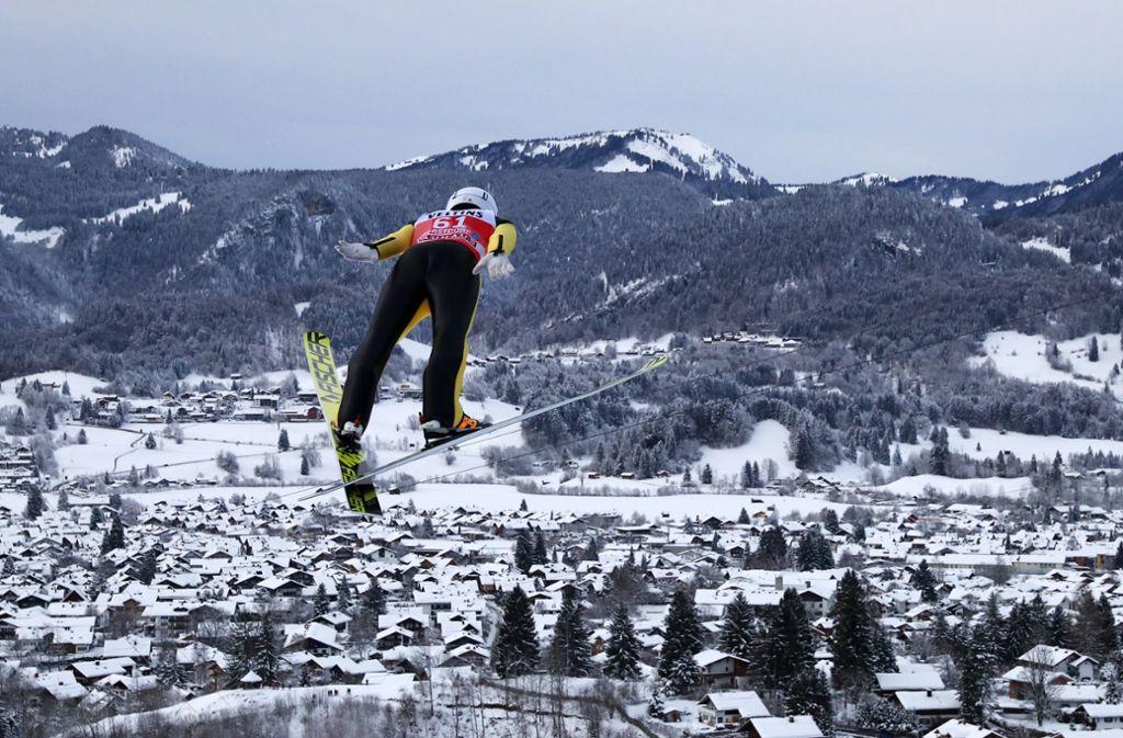 Die Skispringer bleiben in Titisee-Neustadt auf dem Boden (Symbolbild). Foto: dpa