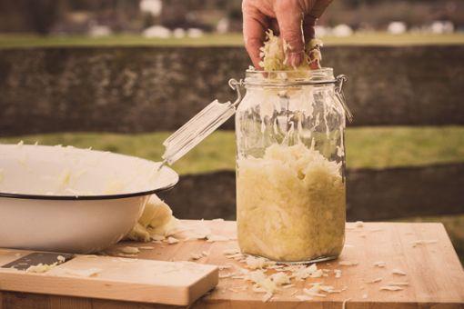 Sauerkraut selber machen ist nicht schwer.