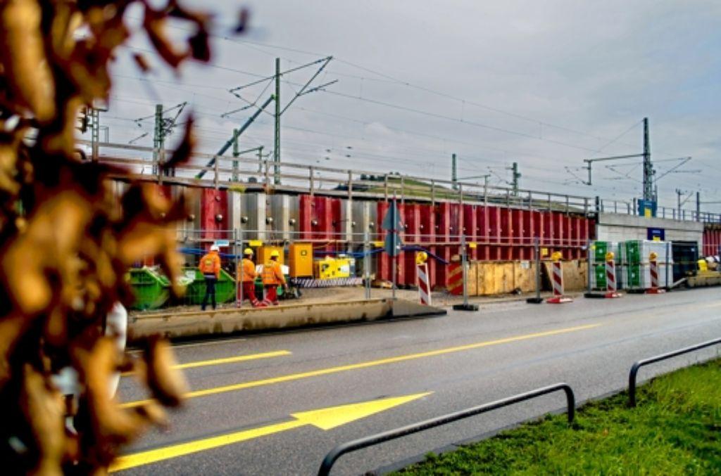 An der sogenannten Rettungszufahrt in Untertürkheim wird an den kommenden Wochenenden gearbeitet. Behinderungen im S-Bahnverkehr sind die Folge. Foto: Lichtgut/Max Kovalenko