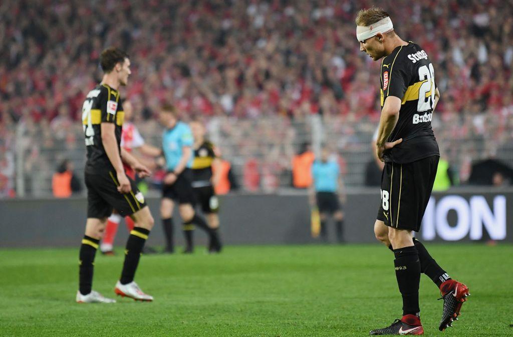 Aus und vorbei: Holger Badstuber (re.) und Benjamin Pavard haben die Saison des VfB Stuttgart nicht retten können. Foto: Getty