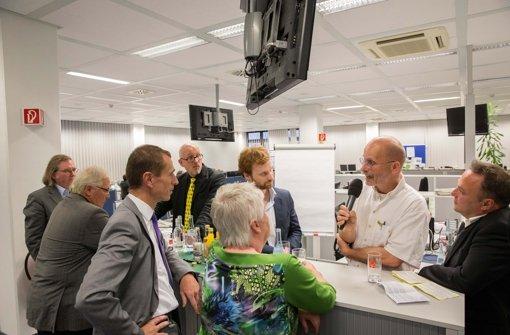 Debatte mit den Spitzenkandidaten für den Gemeinderat im Newsroom der Stuttgarter Zeitung. Jürgen Zeeb (Freie Wähler), Peter Pätzold (Grüne), Alexander Kotz (CDU), Matthias Oechsner (FDP), Marita Gröger (SPD), Hannes Rockenbauch (SÖS), Thomas Adler (Linke) und Moderator Holger Gayer, Leiter der StZ-Lokalredaktion, von links nach rechts. Weitere Bilder sehen Sie in unserer Fotostrecke. Foto: Michael Steinert
