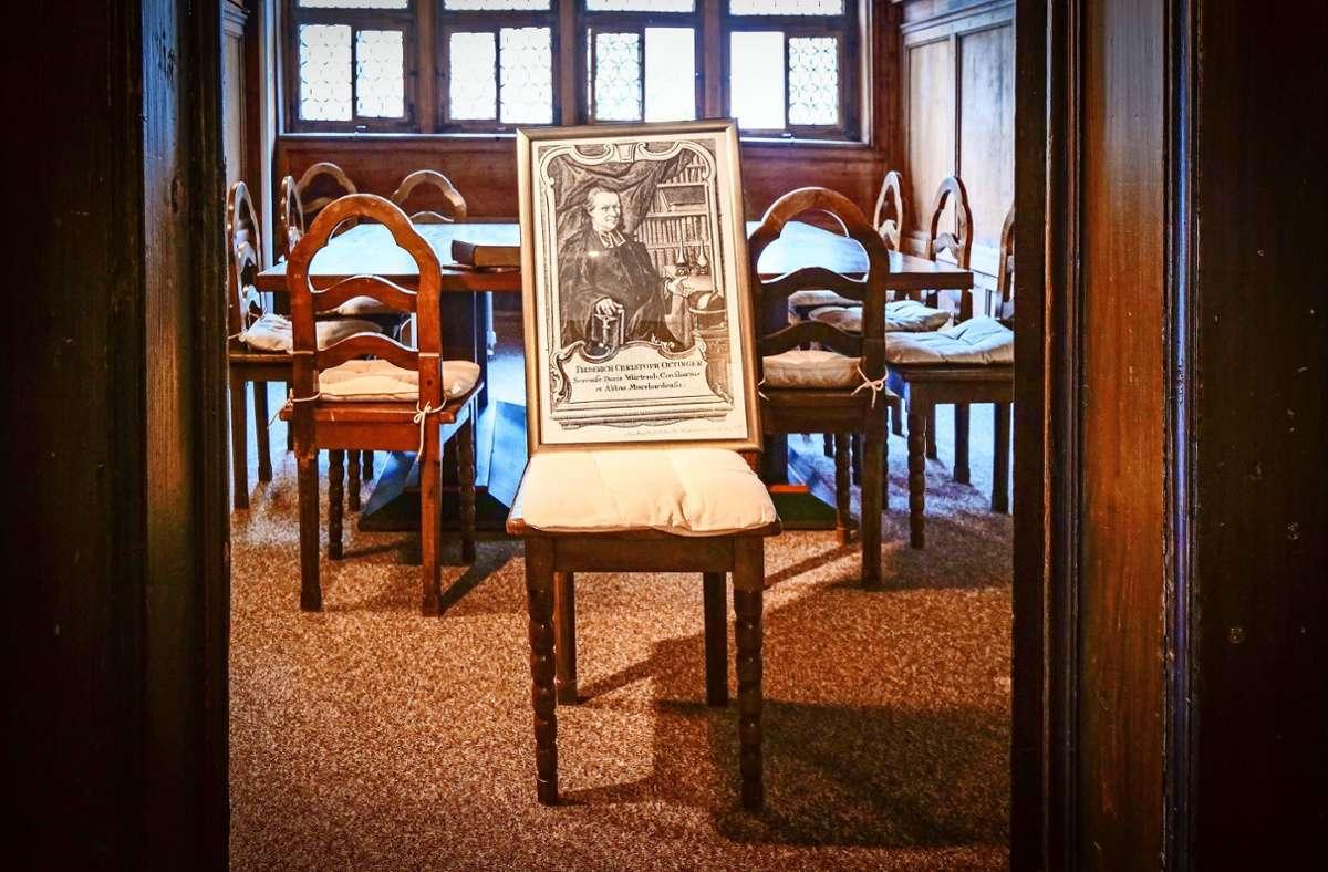 Das letzte noch aktive Gespenst im Kreis Böblingen lebt im Herrenberger Dekanatsgebäude wo auch der Prälat Christoph Friedrich Oetinger (auf dem Stuhl) im 18. Jahrhundert  den Geistern predigte. Foto: /Simon Granville