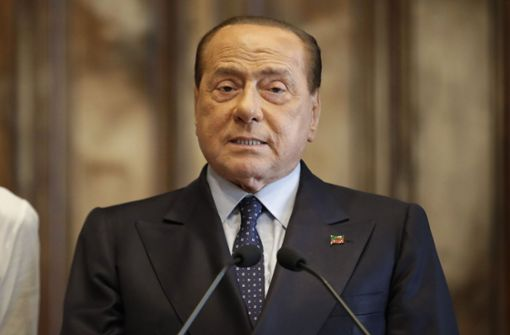 Silvio Berlusconi liegt mit Lungenentzündung im Krankenhaus