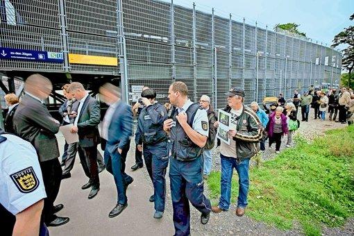 Demonstranten begleiten Stippvisite im Schlossgarten