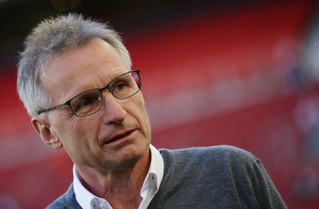 VfB-Sportchef Michael Reschke stützt Trainer Tayfun Korkut auch nach der Niederlage gegen Hannover 96. Foto: Pressefoto Baumann