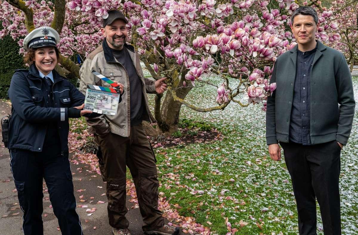 """Dodokay alias Dominik Kuhn (Mitte) mit Bärbel Stolz und Benjamin Strecker beim """"Soko""""-Dreh in der Wilhelma. Foto: Bavaria Fiction/Markus Fenchel"""