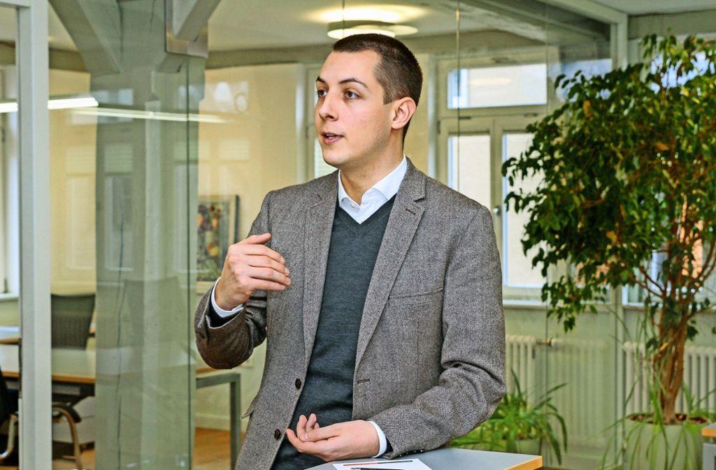 """""""Ich weiß sehr konkret, was ich haben möchte"""": Töpfer im Rathaus Flacht Foto: factum/Bach"""