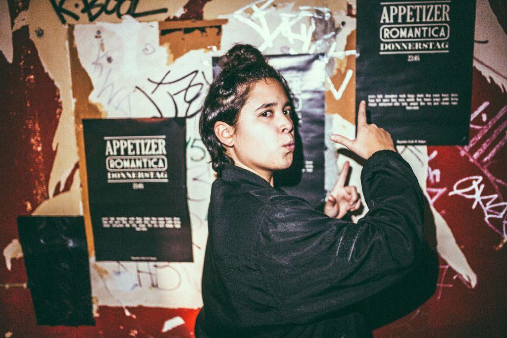 Eine DJane für die nur die Musik zählt: Nanni a.k.a. Miss Evoice in der Romantica. Foto: Michael Colella / www.michaelcolella.de