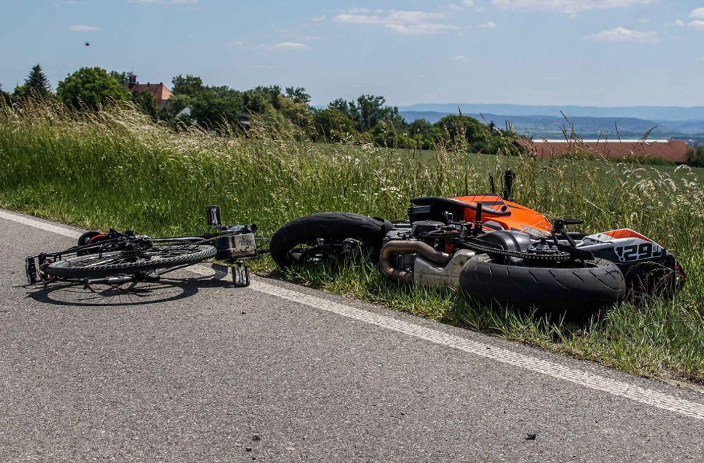 Beide Zweiradfahrer zogen sich bei dem Unfall schwere Verletzungen zu. Foto: /SDMG / Dettenmeyer