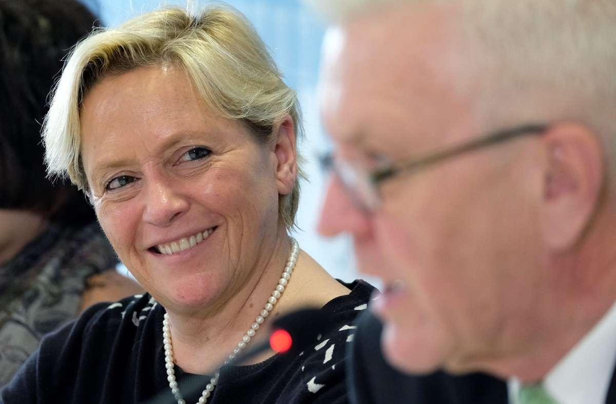 Gemeinsam in der Regierung, aber Konkurrenten in der nächsten Landtagswahl: Susanne Eisenmann (CDU) und Winfried Kretschmann (Grüne). Foto: dpa/Bernd Weissbrod