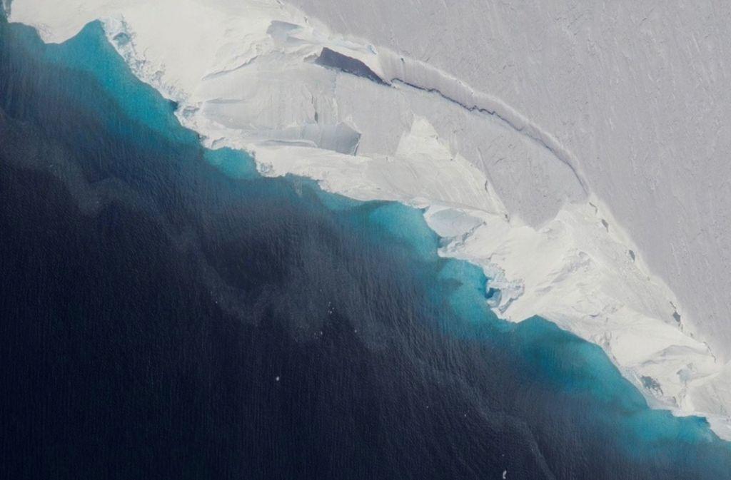 Der Hohlraum unter dem Thwaites-Gletscher in der Westantarktis  ist so groß wie zwei Drittel der Fläche des New Yorker Stadtteils Manhattan. Foto: NASA/OIB/dpa