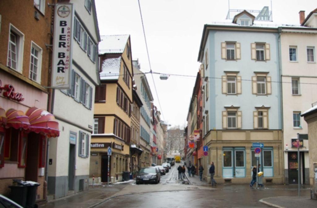 Mit dem Leonhardsviertel geht es abwärts. Der Ankauf von Häusern durch die Stadt wäre ein Mittel, um  gegenzusteuern. Das blaue Gebäude im Vordergrund Foto: Martin Stollberg
