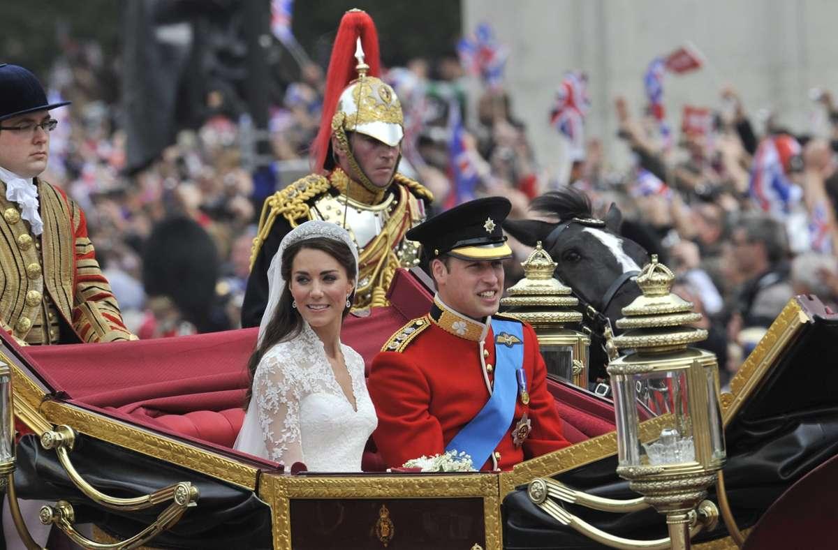 Im Landauer durch Londons Straßen: Am 29. April heirateten Kate Middleton und Prinz William. Foto: dpa/Andy Rain