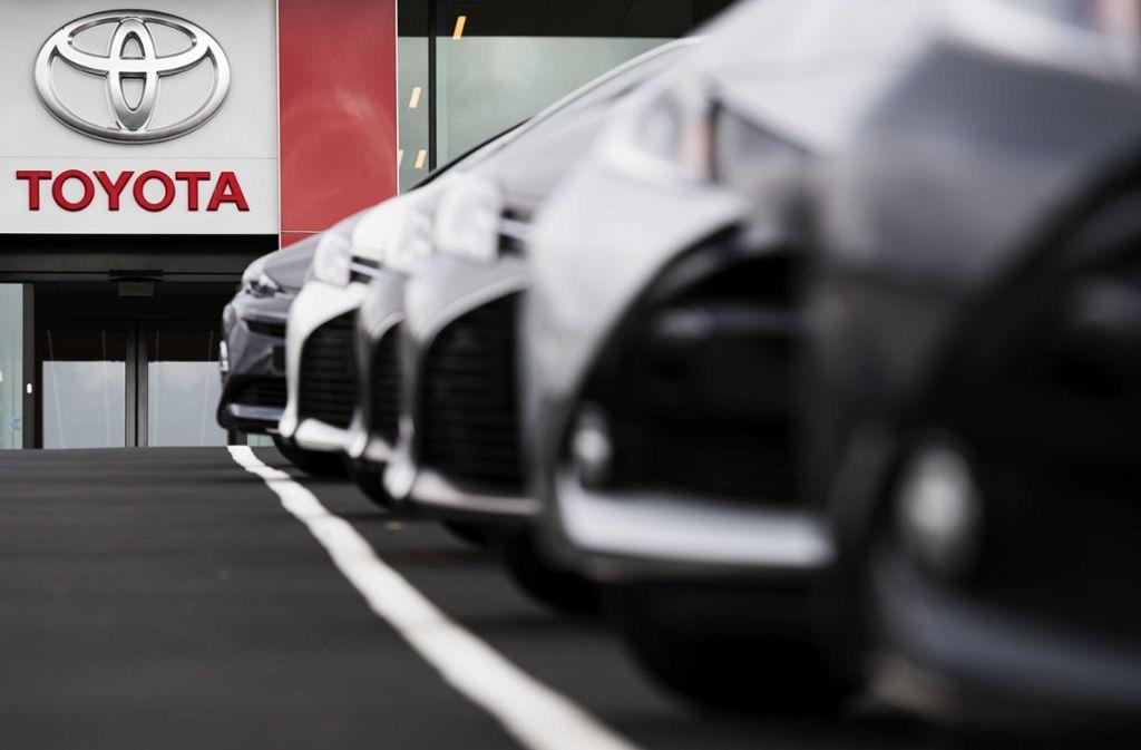 Der Branchenprimus und VW-Erzrivale Toyota muss wegen der Corona-Pandemie hohe Gewinneinbußen hinnehmen. Foto: dpa/Marten Van Dijl