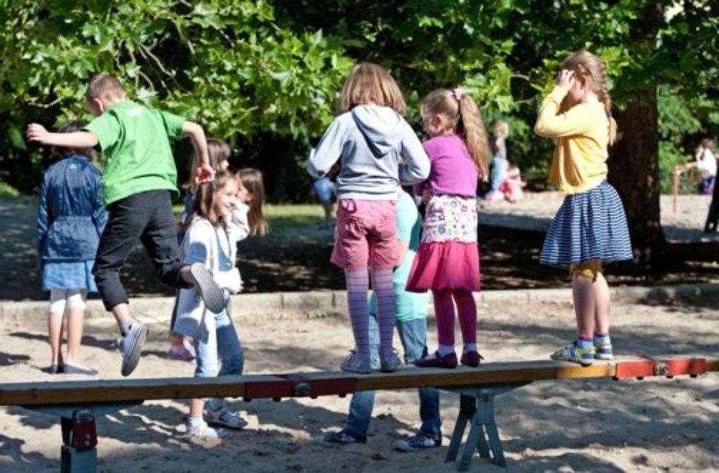 Ein Exhibitionst beobachtet am Donnerstag Kinder auf einem Spielplatz in Stuttgart-Bad Cannstatt.  Foto: dpa/Symbolbild