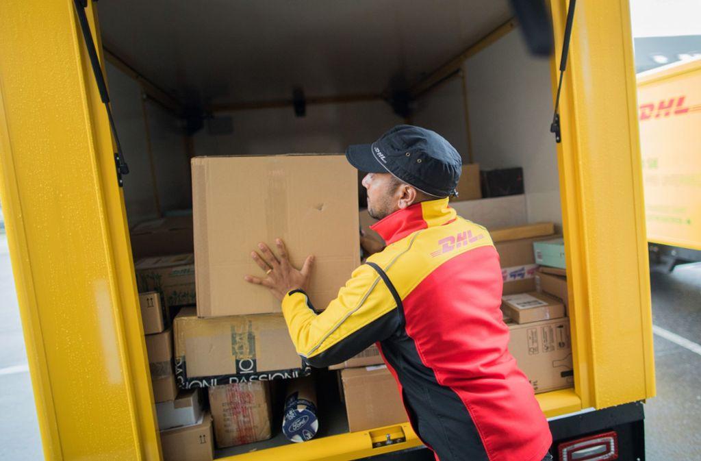 Ab 1. Mail sollen wieder die alten Preise für Pakete gelten. Foto: picture alliance/dpa/Rolf Vennenbernd