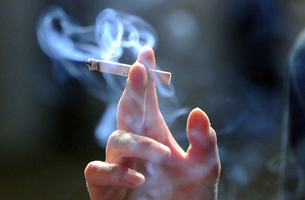 Eine Zigarette am Tag kann bereits der Gesundheit erheblich schaden. Foto: dpa-Zentralbild