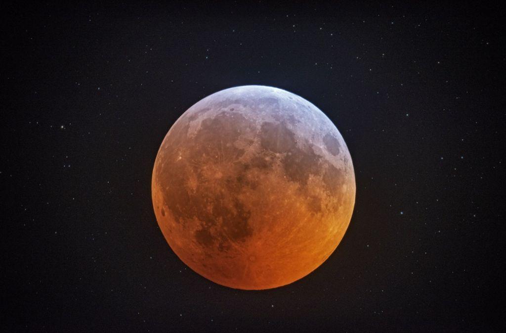 Weitere Eindrücke von der totalen Mondfinsternis. Foto: Johnny Horne/AP