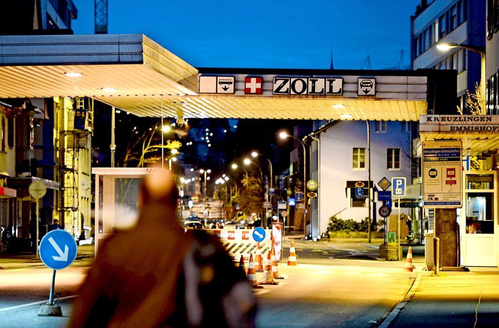 Der Grenzübergang in Konstanz: In 300 Meter Entfernung betreiben die Schweizer eine Unterkunft für Abzuschiebende. Foto: dpa