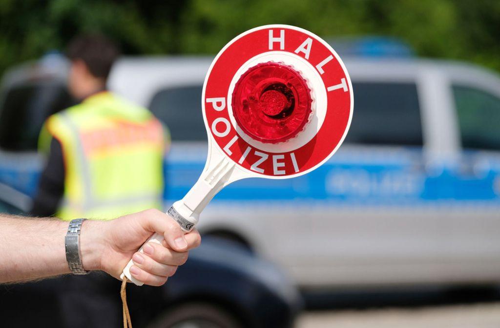An den Osterfeiertagen will die Polizei auf Autobahnen verstärkt kontrollieren. Foto: dpa/Sebastian Willnow