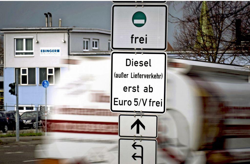 Auf bestimmten Stecken soll es von 2020 an auch für Euro-5-Diesel ein Fahrverbot geben, so plant es die Landesregierung. Foto: Lichtgut/Achim Zweygarth