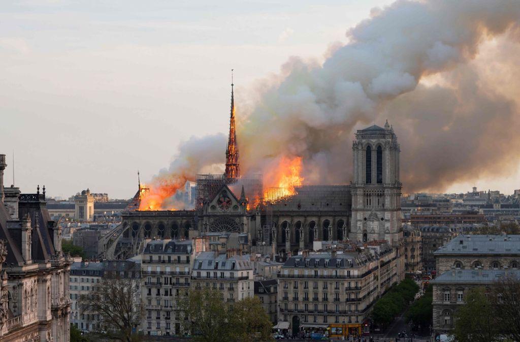 Für den Wiederaufbau der Kathedrale sind schon riesige Summen versprochen worden. Foto: AP