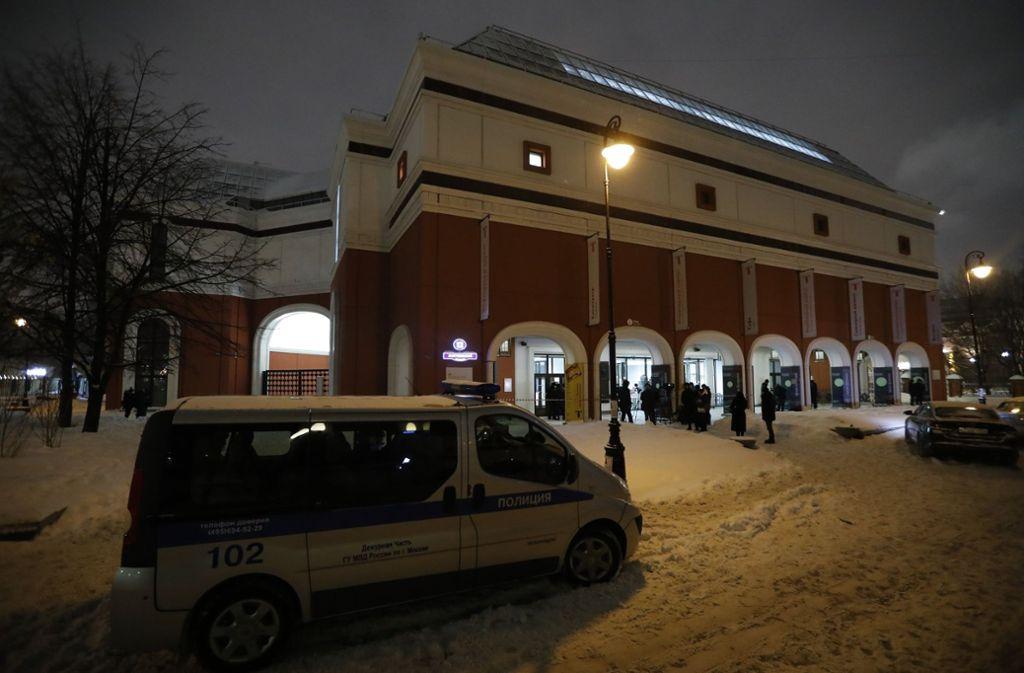 Die Polizei ist vor Ort in der Tretjakow-Galerie und fahndet nach den Tätern. Foto: AP