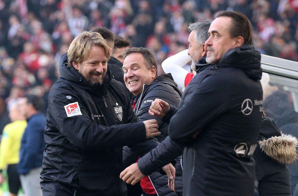 Krise überwunden? VfB-Sportdirektor Sven Mislintat (li.) kann sich für's Erste freuen. Foto: Baumann