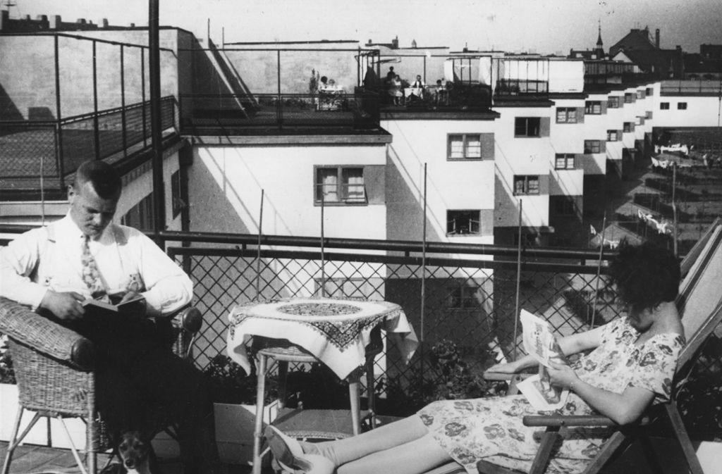 Masse und Klasse müssen sich  nicht ausschließen: Die Häuser der Siedlung Niederrad (Zickzackhausen) verfügen über Sonnenterrassen. Foto: Institut für Stadtgeschichte Frankfurt, Dr. Wolff & Tritschler