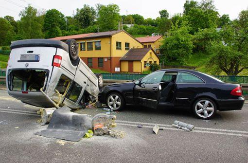 Heftiger Crash fordert vier Verletzte