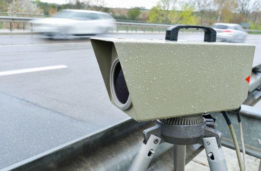 Betrunkener Autofahrer wird geblitzt und stiehlt Radarfalle