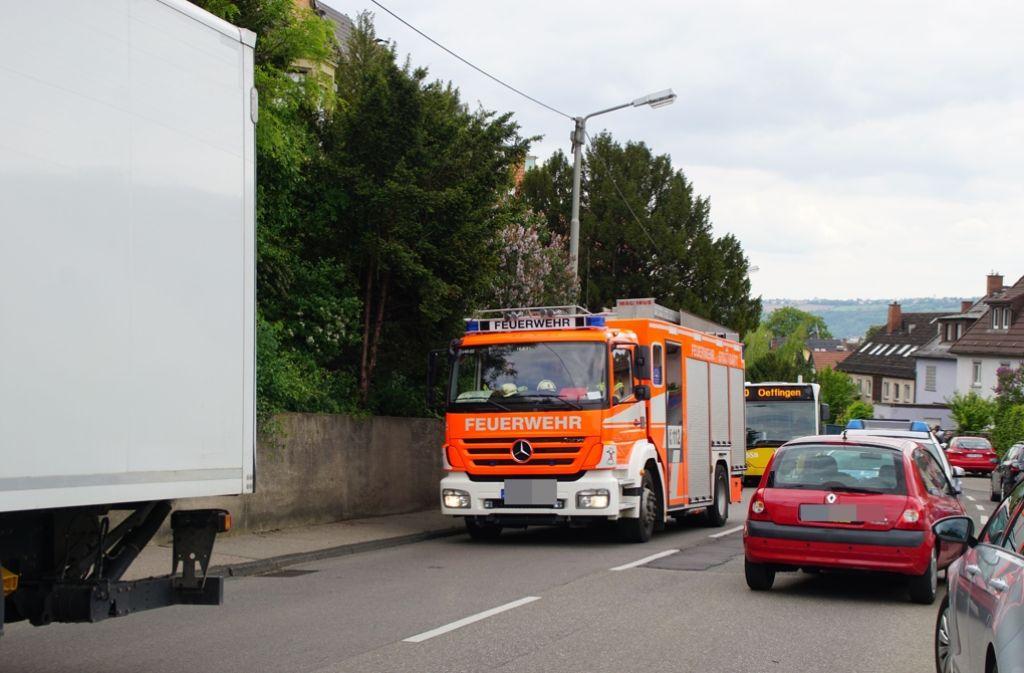 Bei einem tragischen Verkehrsunfall in Stuttgart-Untertürkheim ist am Dienstagnachmittag ein 14-jähriges Mädchen ums Leben gekommen. Foto: SDMG