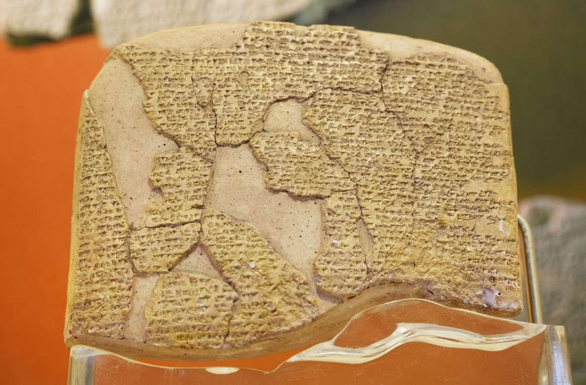 Alte Texte wie dieser weltweit erste Friedensvertrag nach der Schlacht von Kadesh 1274 v. Chr. geben viele Rätsel auf. Foto: imago
